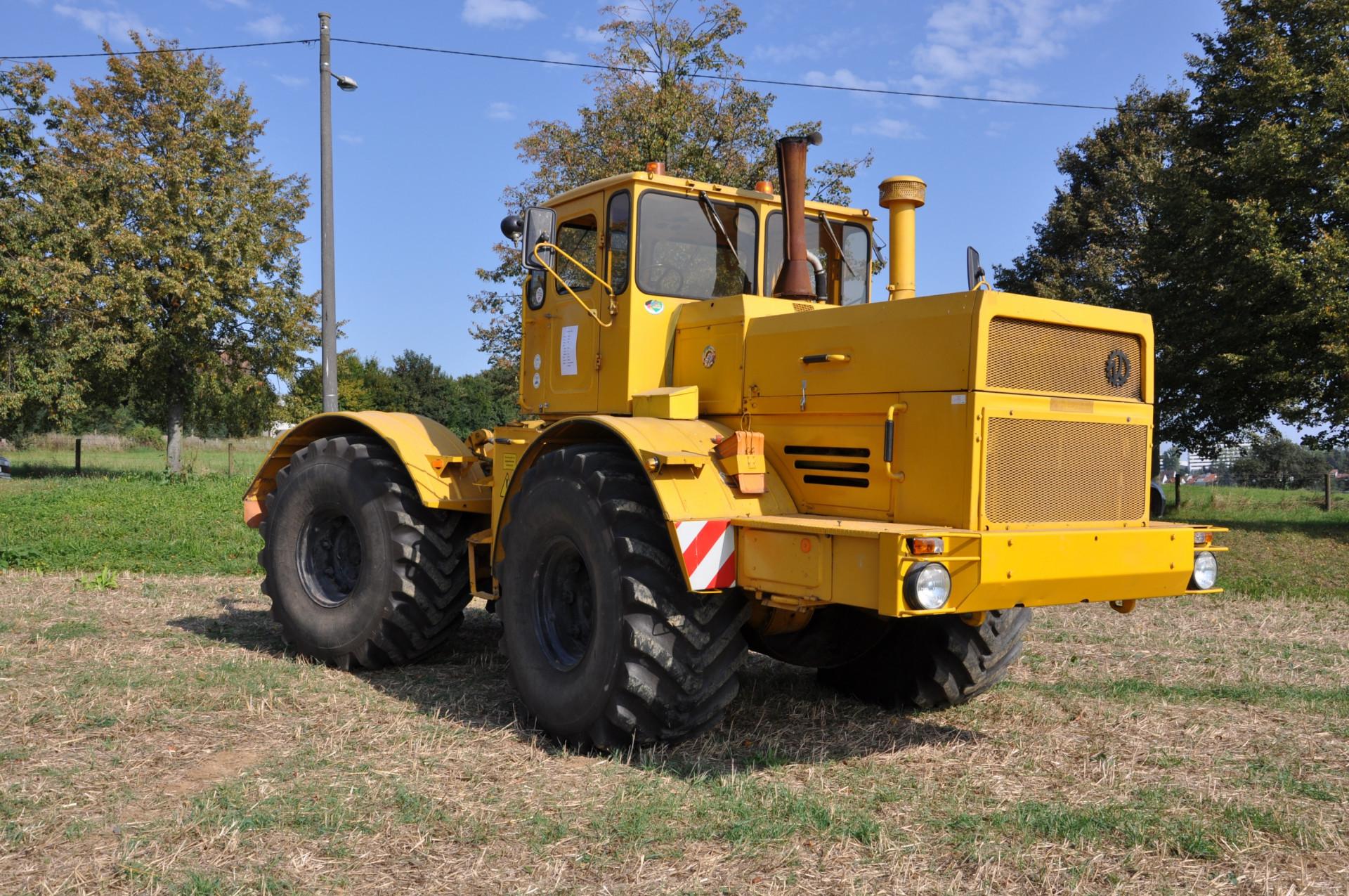 Traktory a pracovní stroje